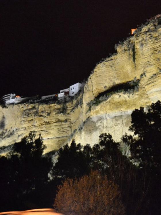 Iluminación ornamental con tecnología LED en la peña de Arcos de la Frontera - Moneleg