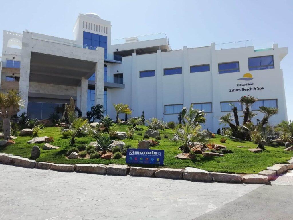 Moneleg dota al nuevo hotel TUI Sensimar Spa 5 estrellas de Zahara de los Atunes, con lo último en equipos eléctricos y tecnológicos - Moneleg