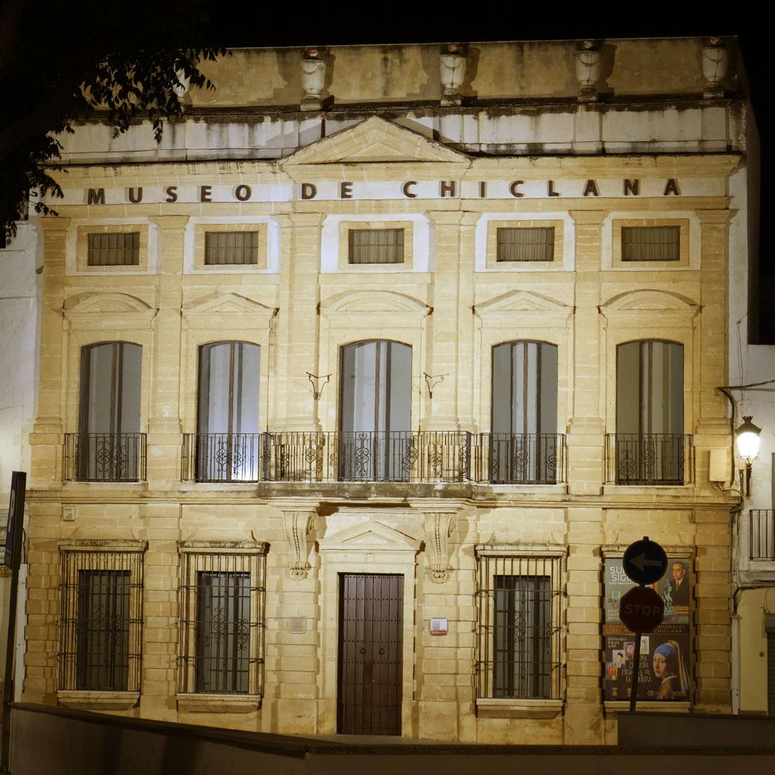 Alumbrado de la fachada del Museo de Chiclana de la Frontera - Moneleg